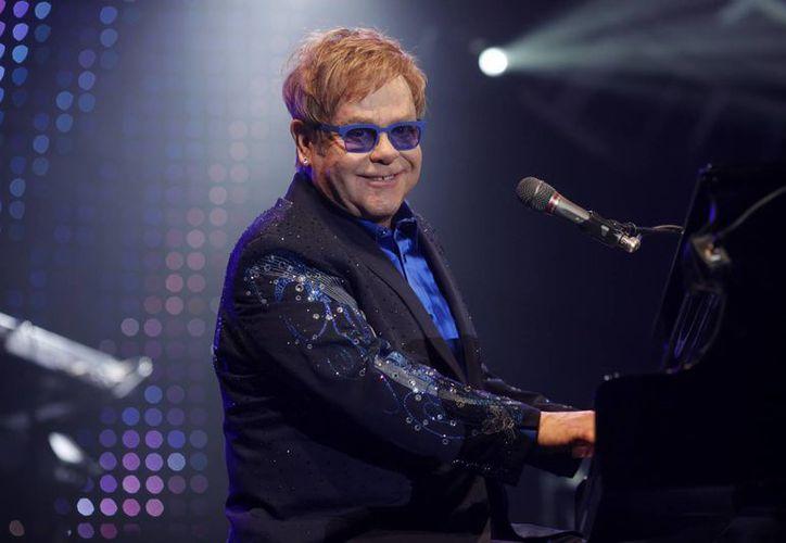 Elton John actuará junto con la orquesta The Rocket Man compuesta por 70 instrumentistas e interpretará 5 de sus populares temas. (EFE)