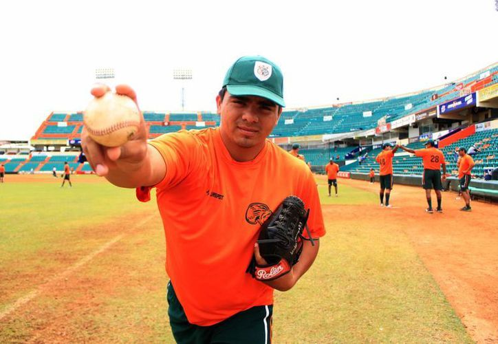 El lanzador yucateco Línder Castro espera ganarse un lugar con los Leones. (José Acosta/SIPSE)