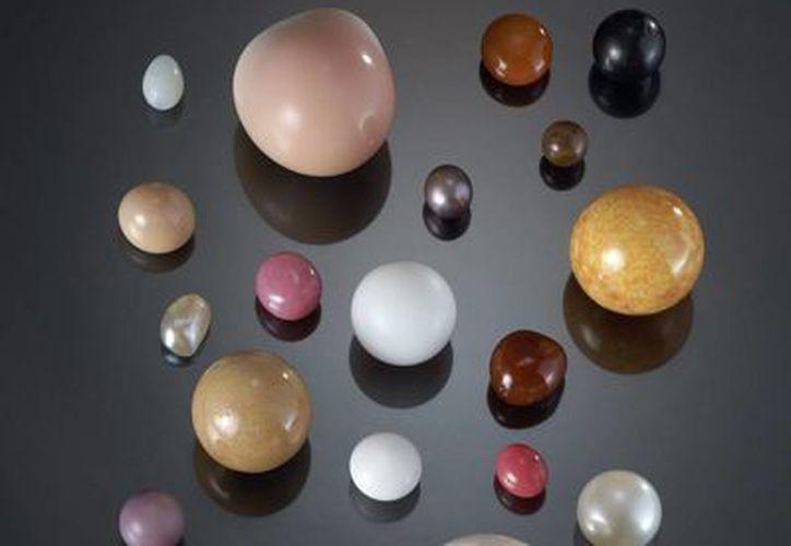 """Selección de perlas de agua dulce, una de las 200 piezas de la exposición """"Perlas"""", presentada en Londres. (EFE)"""