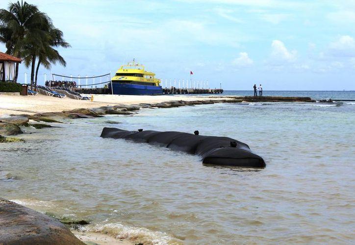 Esta infraestructura presuntamente es lo que más les ha ocasionado erosión en la playa El Recodo. (Octavio Martínez/SIPSE)