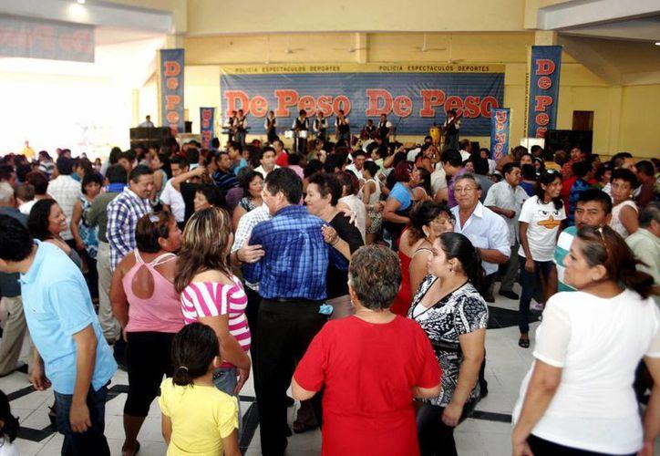"""La Carcajada amenizó la jornada y animó la celebración con el tema  """"La Cumbia De Peso"""". (Milenio Novedades)"""