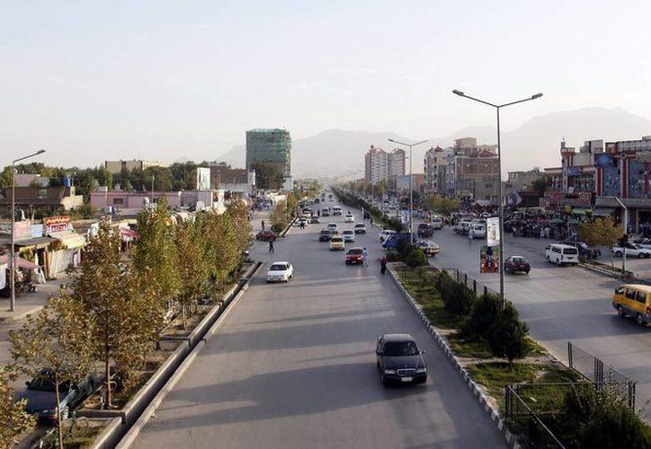 Los secuestros son comunes en Afganistán y los extranjeros son a menudo objetivo de este tipo de acciones. Vista general de la carretera Darulaman en Kabul, Afganistán. (EFE)