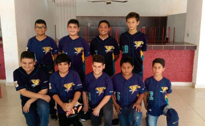 Imagen del equipo juvenil de 14 años quienes representarán a Yucatán en el en el International Basseball Tournament. (Marco Moreno/SIPSE)