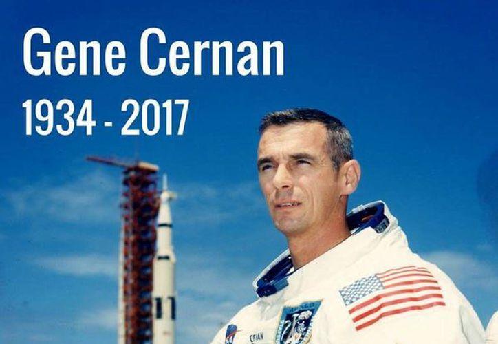 El comandante de la Marina de EU y astronauta del Apollo 17, Eugenio Cernan, falleció a la edad de 82 años. (NASA vía AP)