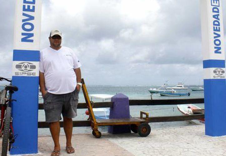 """Jesús Espínoza Payan, habló en entrevista y relató su experiencia en el Torneo de Pesca de Puerto Morelos """"Don Andrés García Lavín"""". (Francisco Gálvez/SIPSE)"""