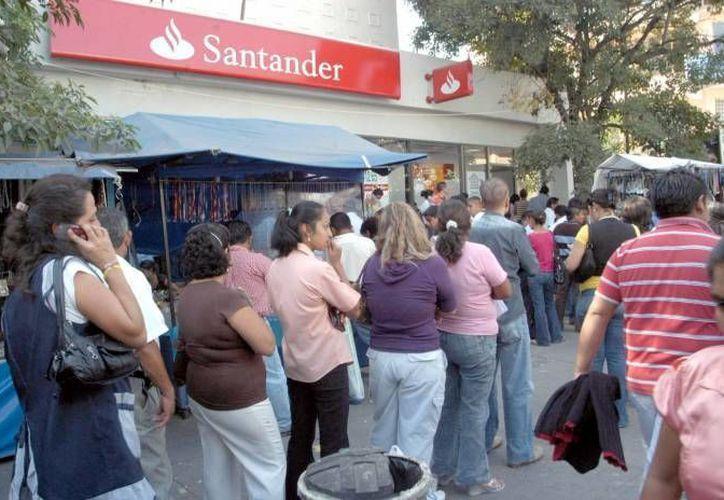 Santander, HSBC, Banco del Bajío y BanRegio, entre otros, han anunciado desde el año pasado una serie de modificaciones a la baja en sus tasas de interés. (Archivo/Notimex)