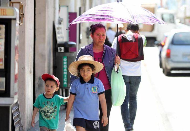 Tras el calor que ha agobiado a los yucatecos en los últimos días, la Conagua pronostica un nuevo descenso en la temperatura debido a un norte e incluso lluvias aisladas. (Milenio Novedades)