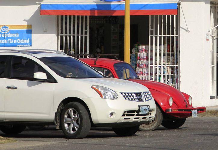 Los automóviles del 2008 al 2015 deberán tener la póliza de seguro para circular por carreteras federales. (Harold Alcocer/SIPSE)