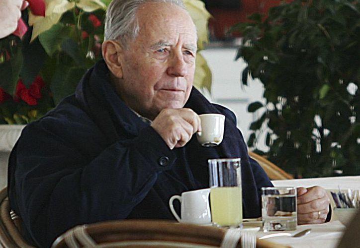 Carlo Ciampi estaba hospitalizado en los últimos días en el hospital Pio XI de Roma después de que su estado de salud empeoró. Imagen de archivo del 2005 en la que se ve al ex presidente en un restaurante de Italia. (AP/Francesco Pecoraro)