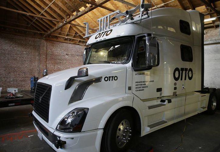 Foto de un camión autónomo experimental de la empresa Otto tomada en San Francisco. (Agencias)
