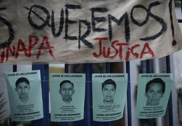 El Parlamento Europeo animó a las familias de los jóvenes desaparecidos a continuar su lucha por la vía pacífica. (AP)