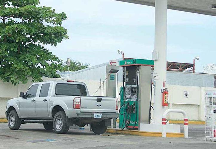 Empresarios gasolineros se reunirán para analizar de manera minuciosa la estrategia de venta de la zona libre de Corozal, Belice.(Redacción/SIPSE)