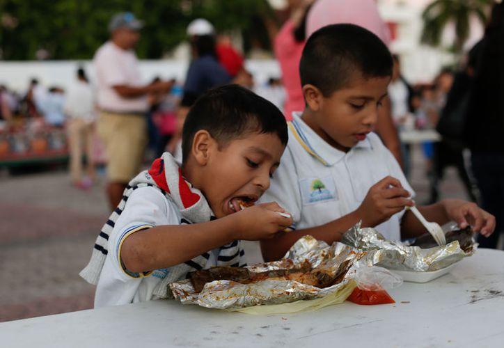 La Tercera Feria del Tamal y el Atole se realizó en la Plaza Cívica 28 de Julio. (Redacción/SIPSE)