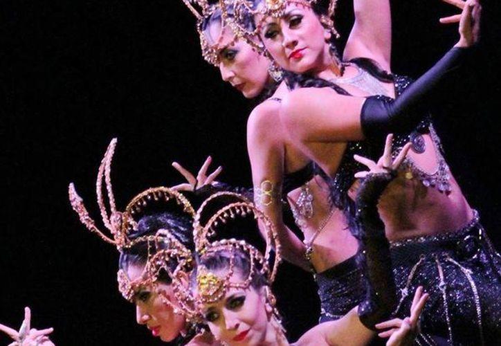 Seis compañías de danza se presentaron en el Teatro Ocho de Octubre en Cancún. (Faride Cetina/SIPSE)