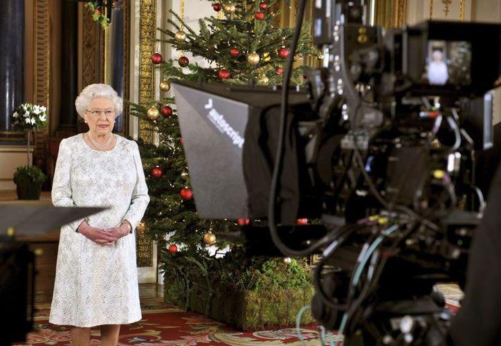 El mensaje de Isabel fue transmitido poco después de que asistió a la misa tradicional de Navidad. (Agencias)
