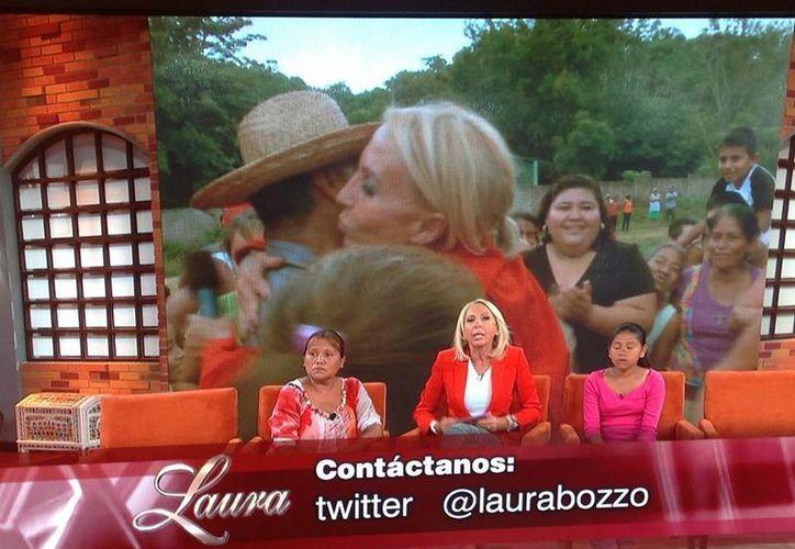 Durante el programa de Bozzo continuaron proyectándose imágenes del desastre en Guerrero. (Facebook/Laura Bozzo)