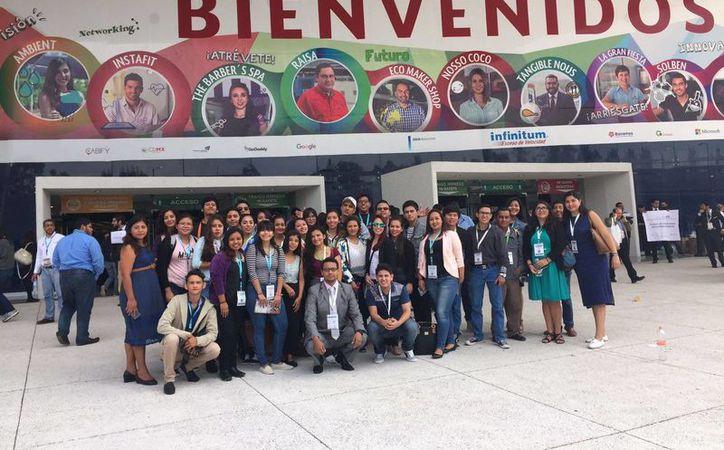 Los universitarios que viajaron hasta la Ciudad de México. (Stephani Blanco/SIPSE)