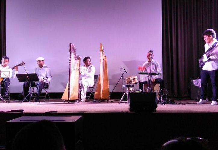 Más de 100 personas arribaron al recinto para deleitarse con la magistral actuación. (Faride Cetina/ SIPSE)