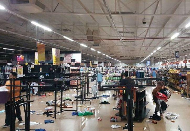 Diversos comercios de Veracruz fueron saqueados en protesta por el alza al precio de la gasolina en el país. (twitter.com/imagendelgolfo)