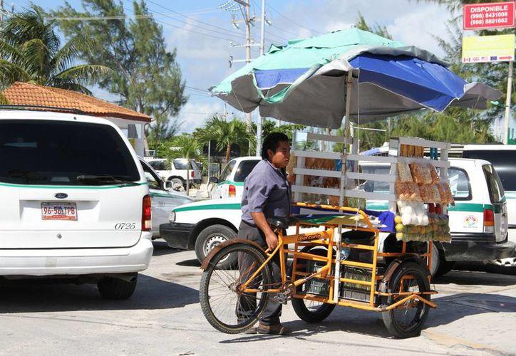 En un lapso de 20 días tendrán el panorama real del ambulantaje en Cancún. (Tomás Álvarez/SIPSE)