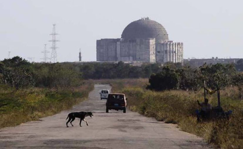 El proyecto de la planta nuclear inció en Cuba en 1983 y fue paralizado en 1991 con el colapso de la Unión Soviética. Imagen de la ex central nuclear de Cienfuegos. (burbuja.info)
