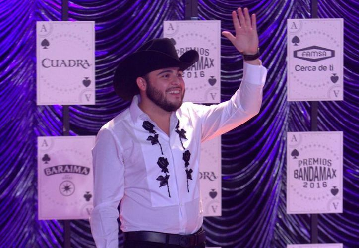 Un video del cantante de banda Gerardo Ortiz causó tal polémica, que las autoridades mexicanas tuvieron que intervenir y 'censurarlo'. (Archivo/Notimex)