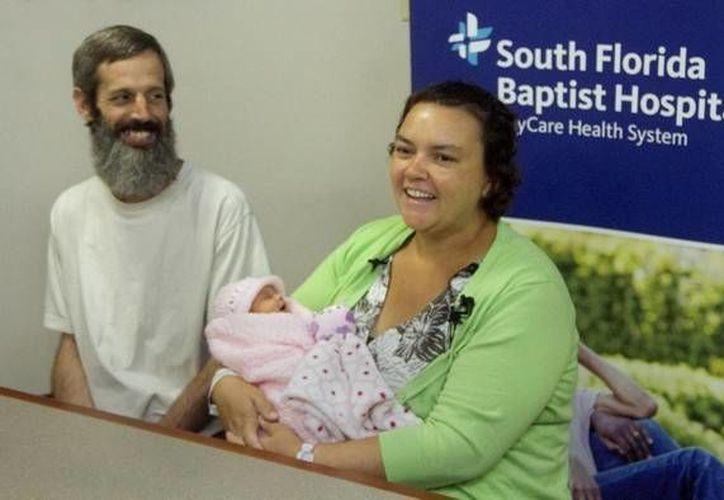 Los padres ofrecieron una rueda de prensa, donde hablaron del nacimiento de Addison en el elevador del hospital. (Michael Wilson/theledger.com)