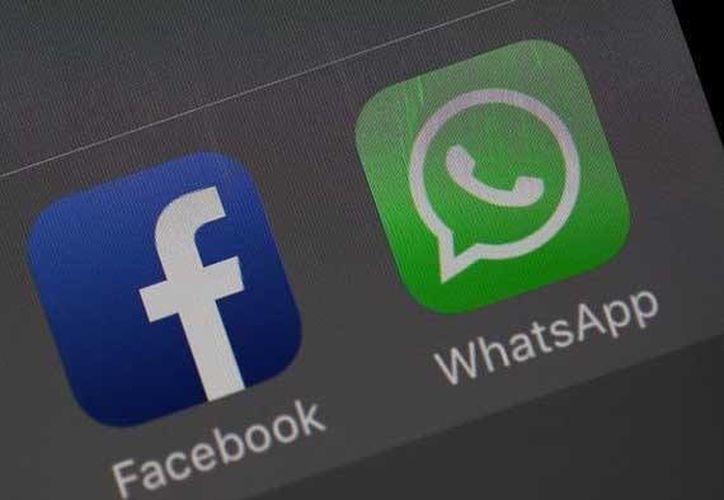 WhatsApp advierte a los que no quisieron compartir sus datos con Facebook: o aceptan o tendrán que buscar otra aplicación de mensajería. (Foto tomada de El País)