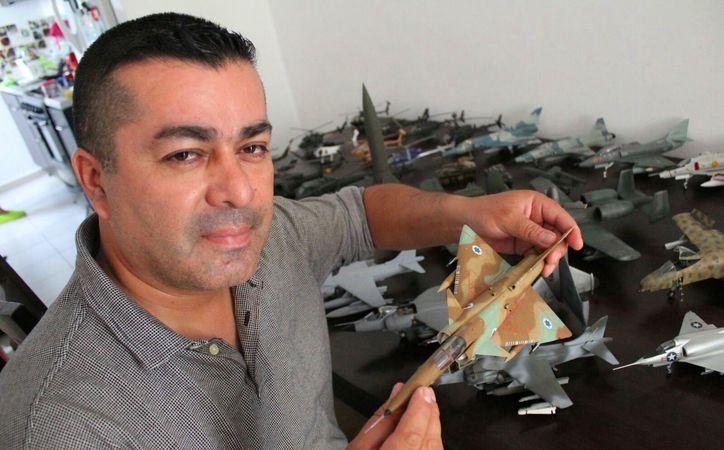 José Andrés Romero Paredes, piloto aviador, busca exhibir su colección de vehículos aéreos en Playa del Carmen. (Foto: Daniel Pacheco/SIPSE)