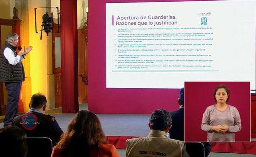 el Director de Prestaciones Económicas y Sociales del IMSS, Mauricio Hernández Ávila, informó que las guarderías de esa dependencia abrirán al público el 20 de julio y no mañana jueves como se había anunciado con anterioridad. (Foto: Ssa).