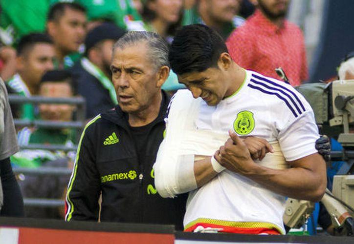 El delantero de Chivas salió la mañana del domingo del hospital de Seattle.  (Foto: Contexto/Internet)