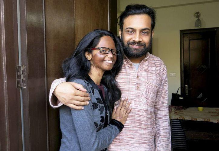 Laxmi y Alok no quieren formalizar su unión ante la sociedad india, pues están 'casados de corazón'. (EFE)
