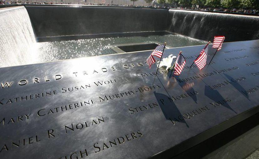 El memorial de víctimas del 11-S, inaugurado 10 años después de los atentados, está formado por dos enormes piscinas de la que sale agua y en cuyo borde están grabados los nombres de las víctimas. (Archivo/SIPSE)