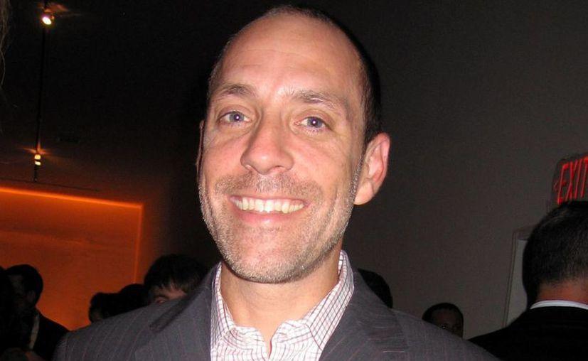 Jason Alexander, de 51 años, se enfrenta a dos cargos por posesión y distribución a través de internet de un video pornográfico con menores de edad, en la foto Alexander durante un evento de Cine. (nypost.com)