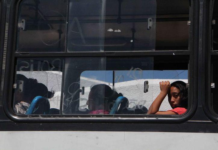 Los jóvenes podrían abandonar sus estudios por lo costoso del transporte. (Paola Chiomante/SIPSE)