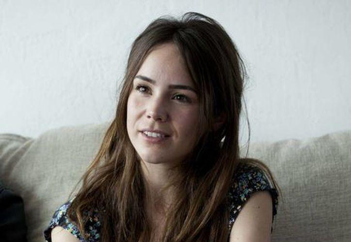 """En Ella y El Muerto, Camila Sodi se convierte en un híbrido entre """"femme fatal"""" y fría vengadora para cantarle intensamente al desamor. (Agencias)"""