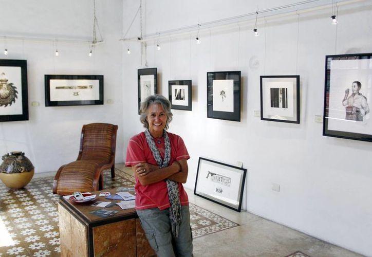 """Bárbara McClatchie, directora de """"In' Lakech"""", invitó al público en general a disfrutar del arte plástico. (Christian Ayala/SIPSE)"""