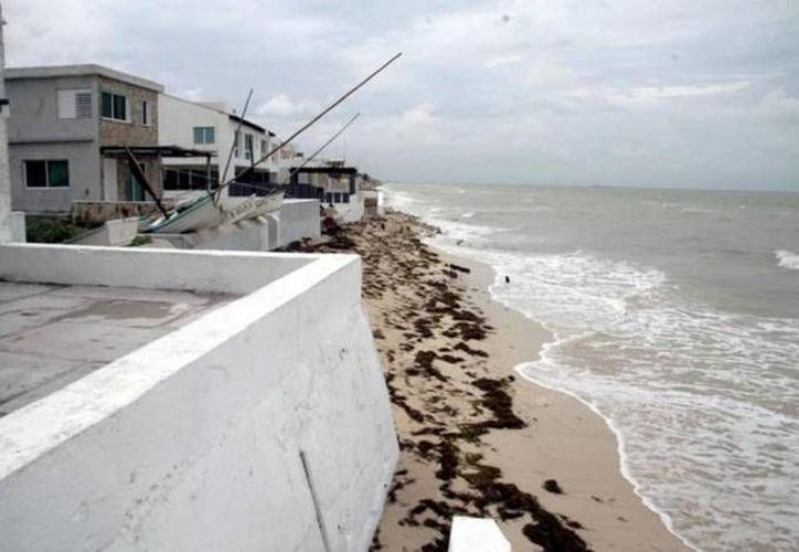 Además se anunció la creación de un fondo de emergencia, con el cual se pueda atender el relleno de arena en las costas para la temporada de nortes. (Archivo Milenio Novedades)