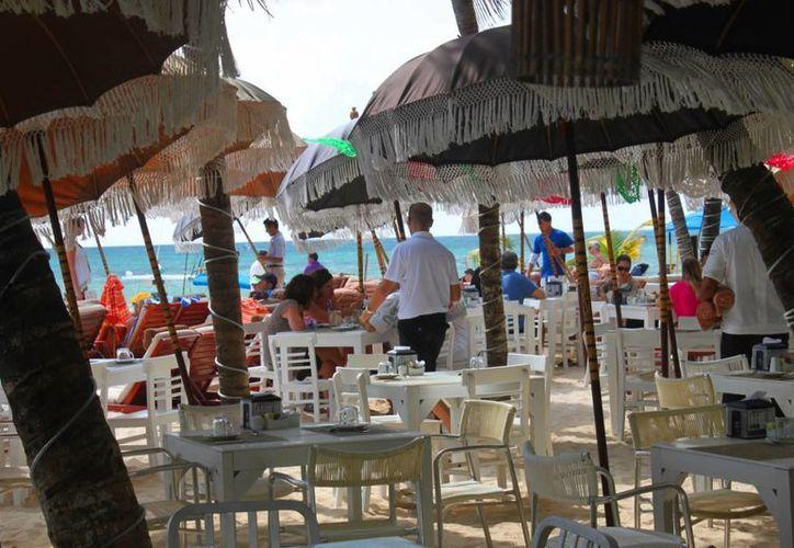 Los prestadores de servicios turísticos aseguran que las ventas han disminuido 20%. (Daniel Pacheco/SIPSE)