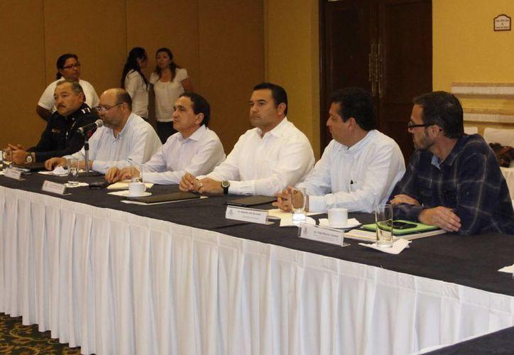 Autoridades y empresarios en reunión del Consejo Municipal. (Juan Albornoz/SIPSE)