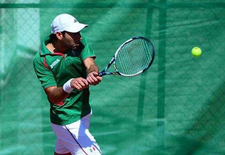 Santiago González(foto) y su compañero derrotaron a los australianos Maverick Banes y Jarryd Chaplin en un partido rápido de una hora con 10 minutos. (AP)