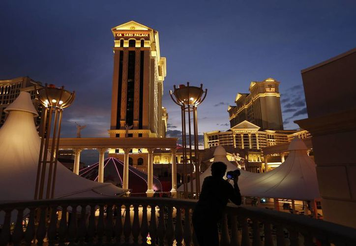 Al declararse en quiebra, Caesars Entertainment busca reducir su deuda y los intereses de la misma. En la imagen, el célebre Caesars Palace de Las Vegas. (AP)