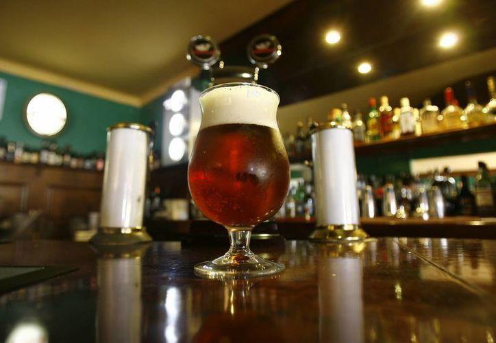 La Acermex mantiene su propuesta para que la autoridad fiscal establezca una cuota fija de 3.5 pesos por litro a la cerveza en México. (asexma.cl)
