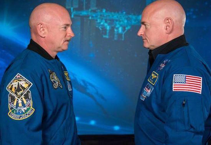 Los gemelos Scott y Mark Kelly eran idénticos, hasta que uno de ellos fue a una Estación Espacial. (ansa.com)