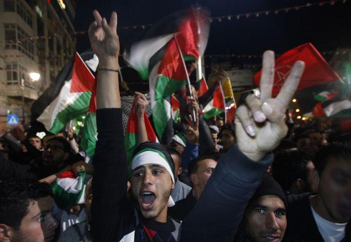 Los palestinos festejaron el reconocimiento mayoritario que recibieron en el organismo mundial. (Agencias)
