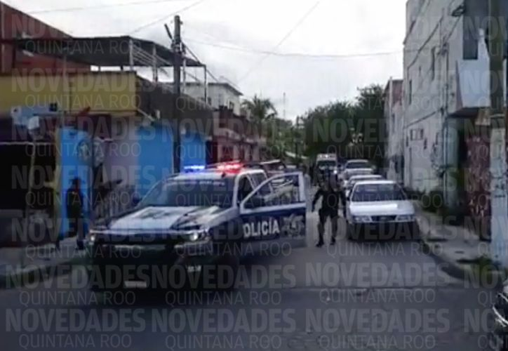 Elementos de la Policía Municipal atendieron el reporte, quienes acordonaron la zona. (Redacción/SIPSE)