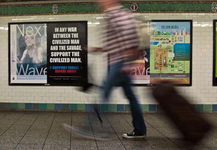 La mujer que arrojó al hombre al metro en Queens fue descrita como hispana y robusta. (Foto de contexto)