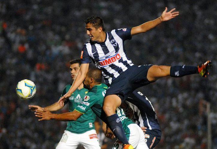 Rayados de Monterrey se queda en el quinto escaño de la tabla tras vencer 2-1 a los Esmeraldas de León, que se quedan en el puesto número 10. (Notimex)