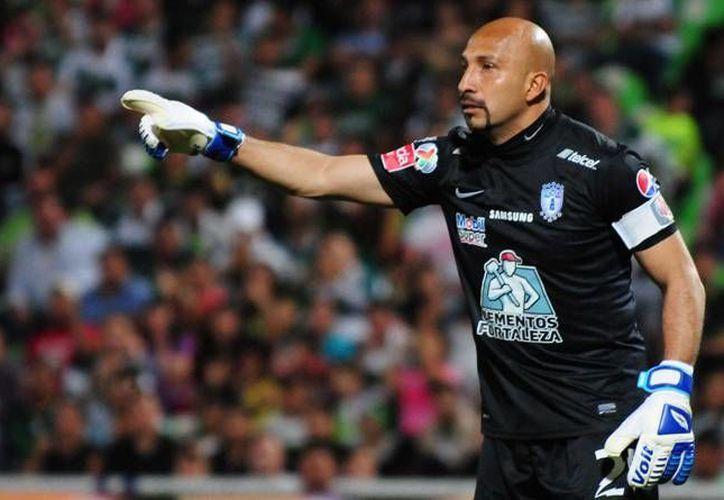 Oscar Pérez debutó profesionalmente el 21 de agosto de 1993 con el Cruz Azul; este lunes cumple 43 años de vida. (Archivo Mexsport)
