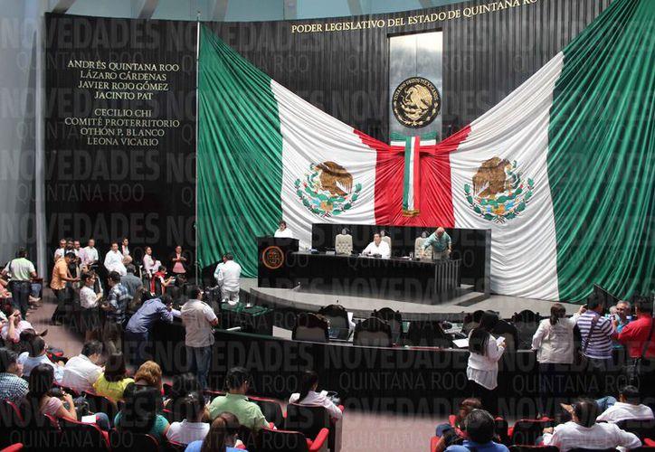 La noche del pasado lunes se realizó la sesión en la que no se presentaron los diputados. (Joel Zamora/SIPSE)